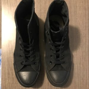 Converse Chuck Taylor all black High tops